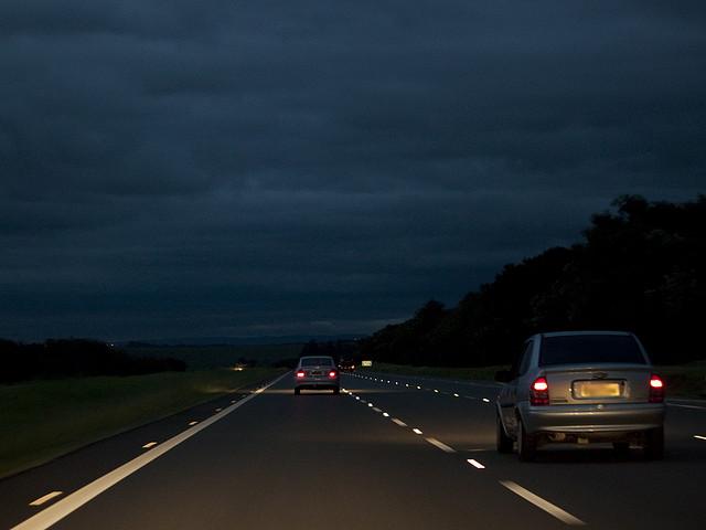 6 Dicas para viajar de carro a noite