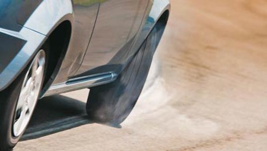 pneu na curva