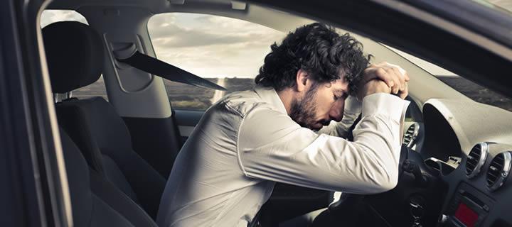 Está cansado, mas precisa dirigir? Saiba o que fazer para ter uma viagem tranquila
