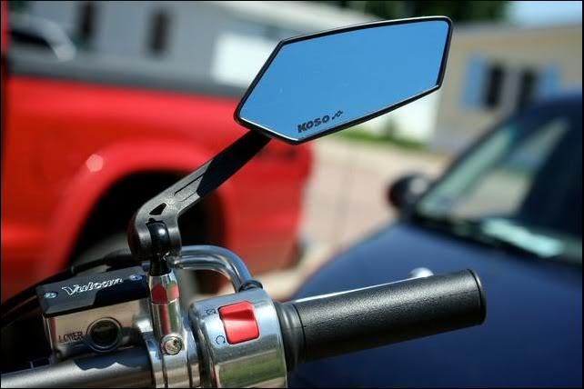 Como ajustar o retrovisor da moto?