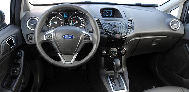 ford-new-fiesta-titanium-powershift-interior-e-cheio-de-plastico-1366420602063_615x300