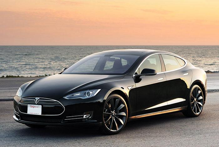 Tesla S – O sedã elétrico com aparência esportiva