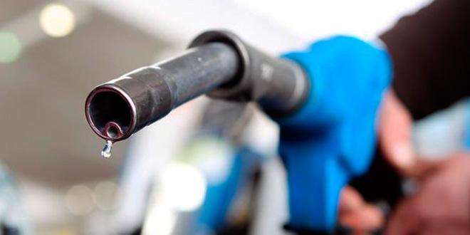 Encher o combustível até a boca causa problema?